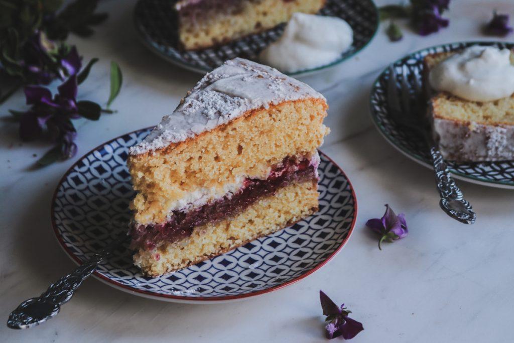 Συνταγές για κέικ με γέμιση μαρμελάδα φράουλα