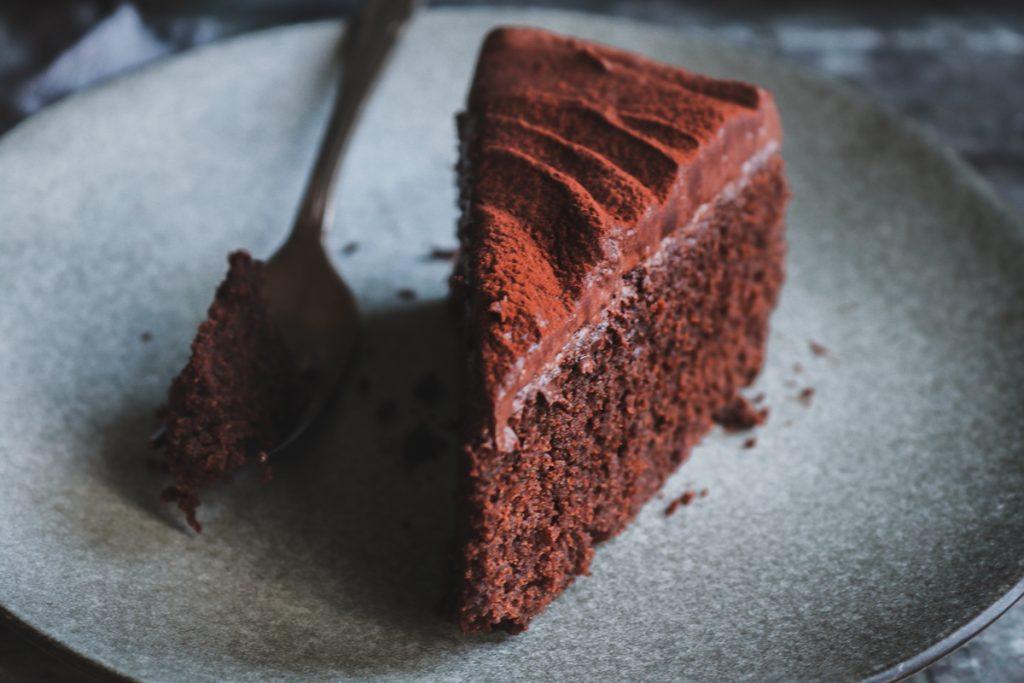 Συνταγές κέικ σοκολάτας με frosting κακάο