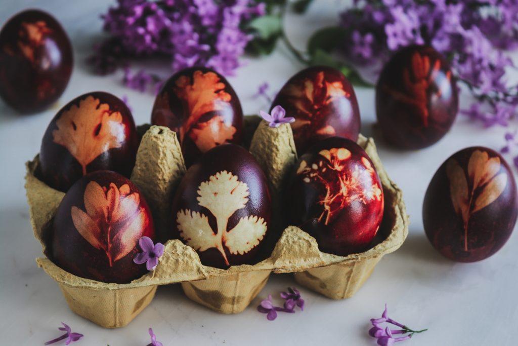 Φυτική βαφή για πασχαλινά αυγά με κρεμμύδια