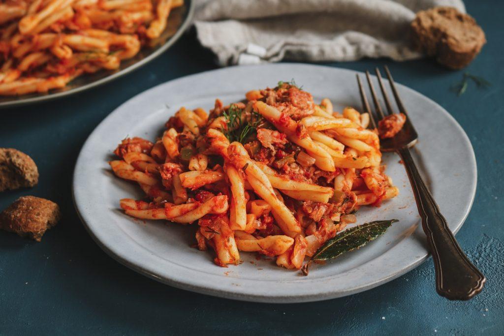 Συνταγές με , πλεξούδες σάλτσα τόνου, ντομάτα και μάραθο