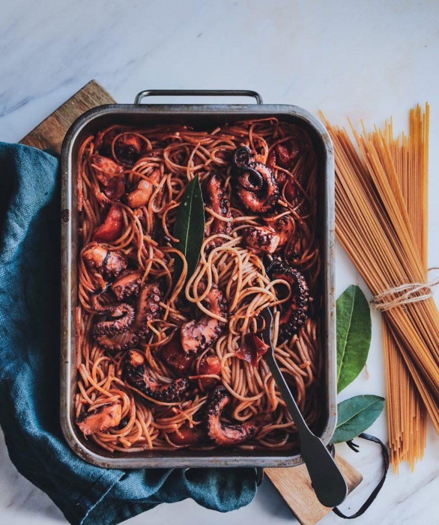 Συνταγές για χταπόδι και σπαγγετίνι στο φούρνο