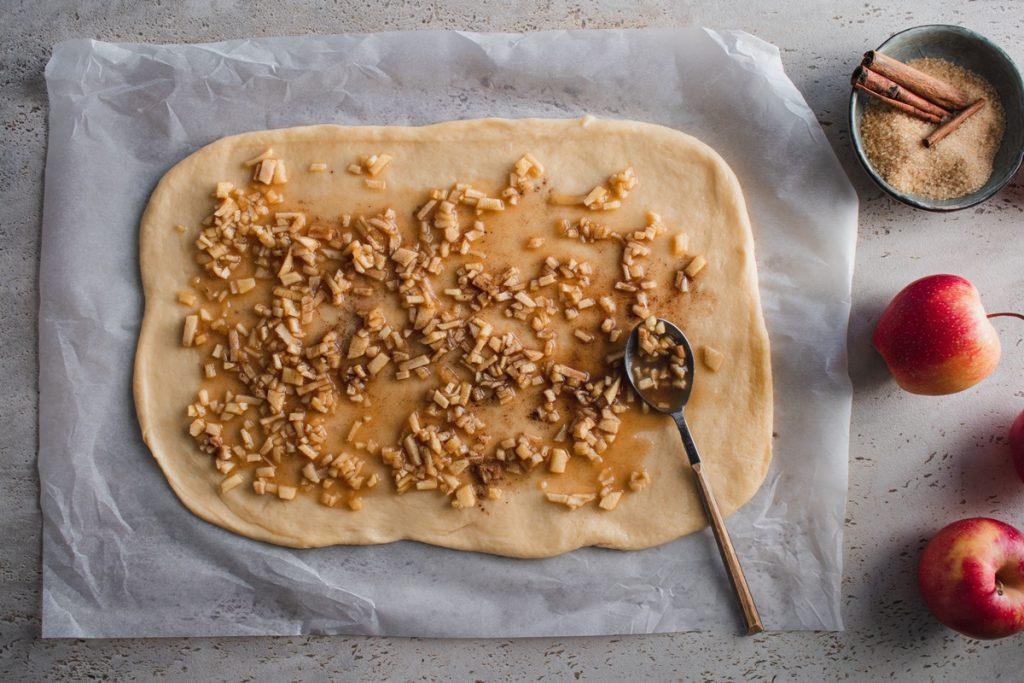 Συνταγές για ρολά κανέλας με μήλο