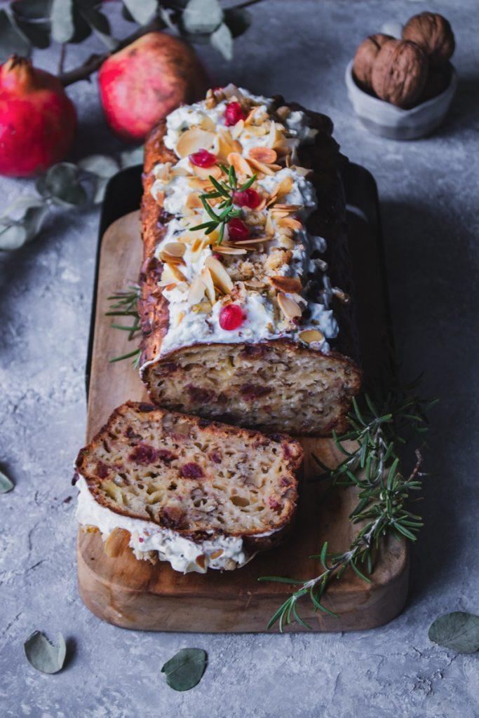 Αλμυρό κέικ με πικάντικα τυριά, χουρμάδες και καρύδια, συνταγή