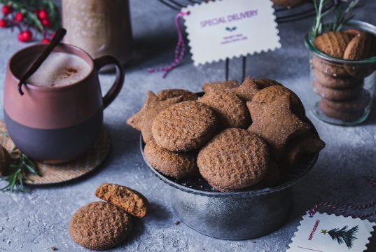 Χριστουγεννιάτικα μπισκότα Gingerbread & Ρόφημα αμυγδάλου