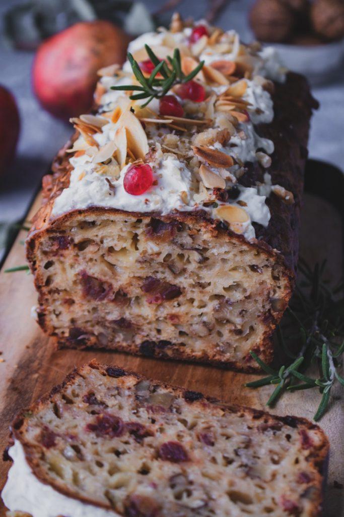 κέικ με χουρμάδες, καρύδια και πικάντικα τυριά