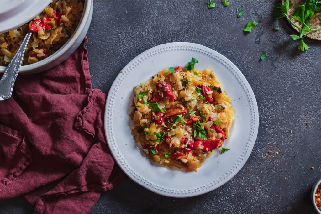 Εύκολο Λαχανόρυζο με ψητές κόκκινες πιπεριές στο φούρνο
