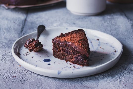 Συνταγή για κέικ σοκολάτας_ Σοκολατένιο κέικ με cookies