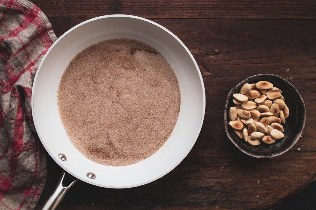 Συνταγή για χαλβά Φαρσάλων με αμύγδαλα και νισεστέ