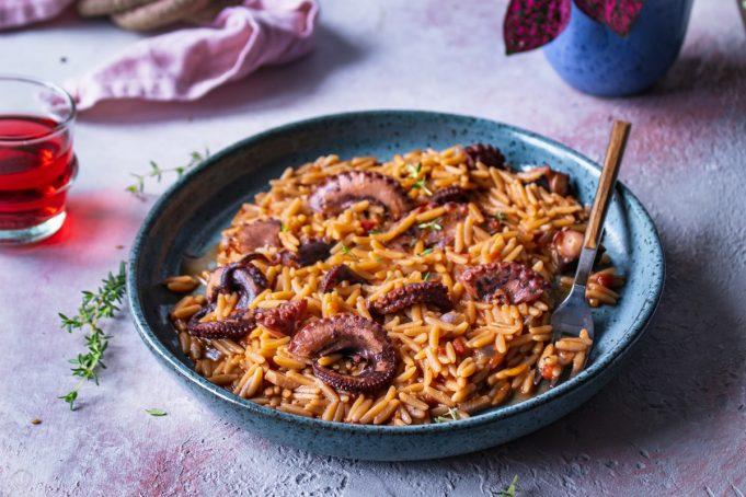 Κριθαράκι με χταπόδι, κρασί και κόκκινο πιπέρι_κριθαρότο