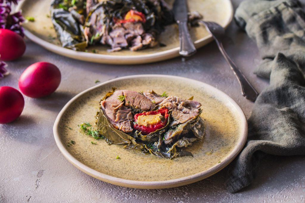 Συνταγές για πασχαλινό ψητό αρνί σε αμπελόφυλλα
