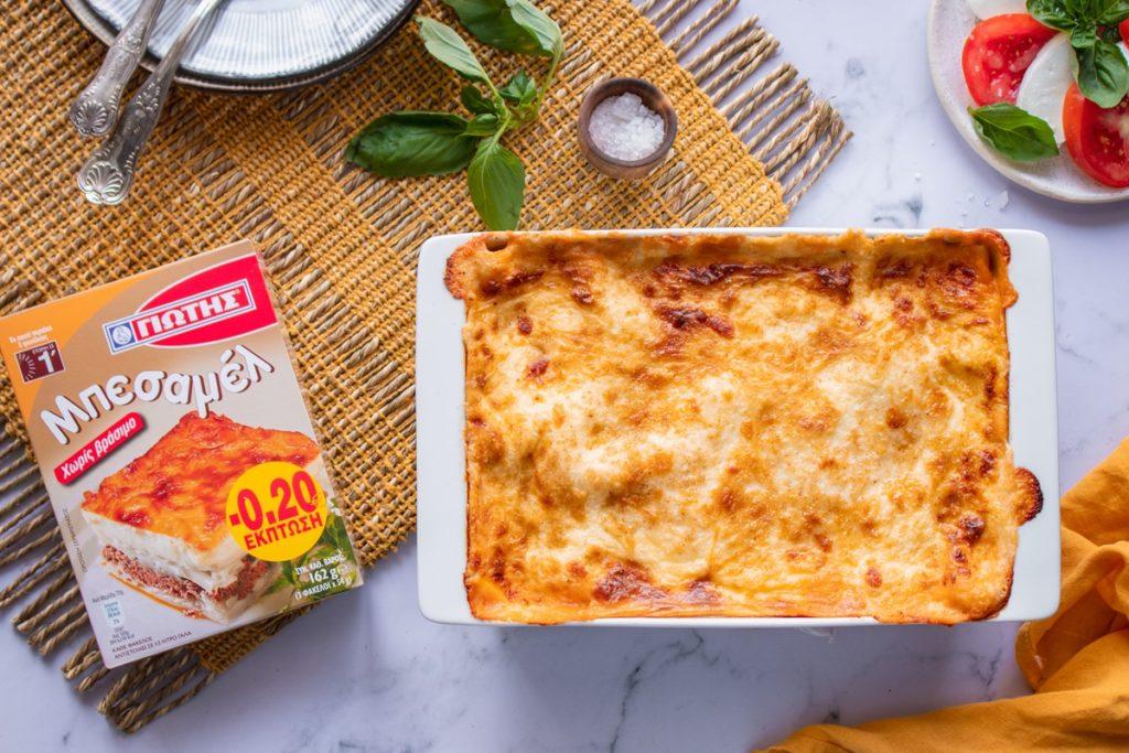 Συνταγές για λαζάνια με μπεσαμέλ και σάλτσα ψητής ντομάτας