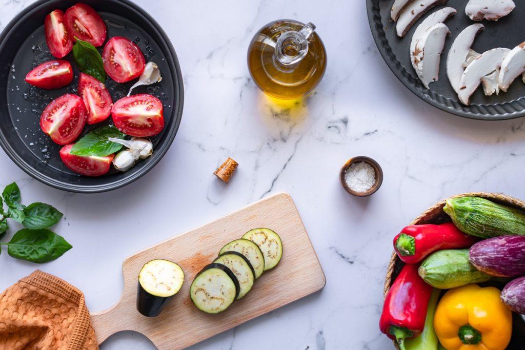 Συνταγές για ψητά λαχανικά και σάλτσα ψητής ντομάτας, προετοιμασία