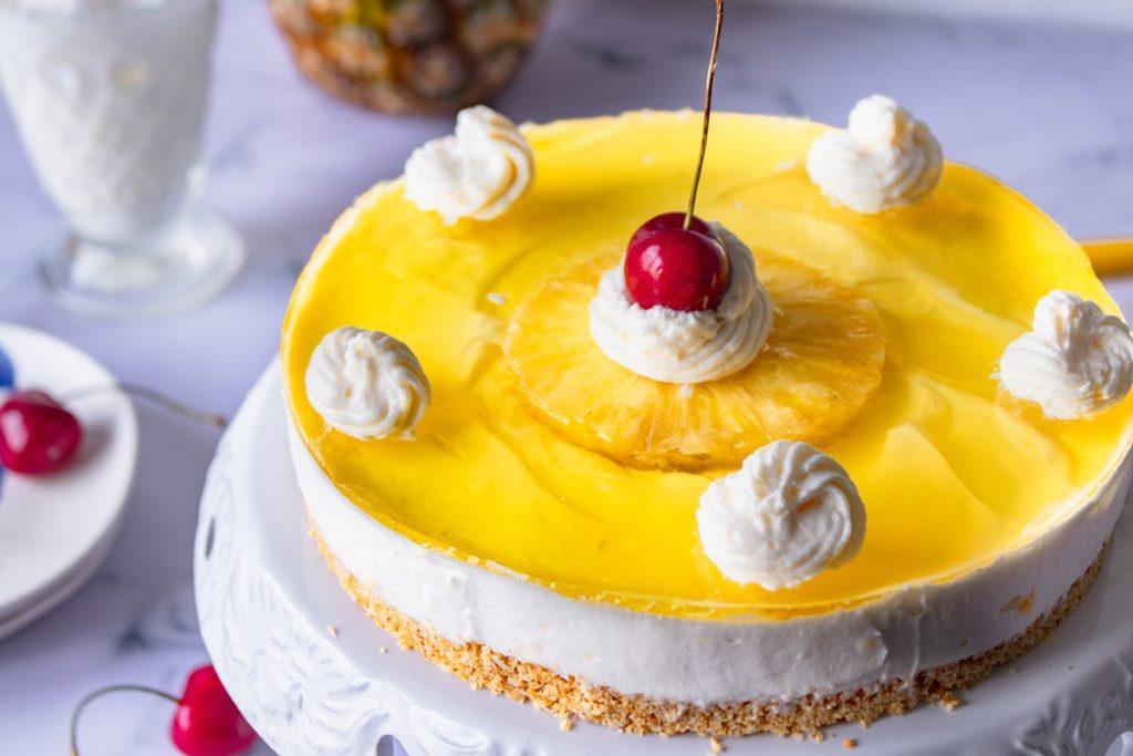Cheesecake με ανανά και καρύδα