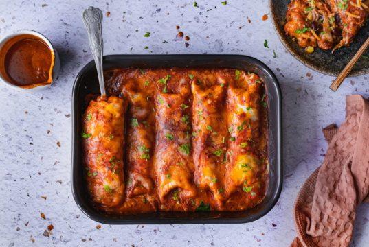 Enchiladas με κοτόπουλο, κόκκινα φασόλια και καλαμπόκι