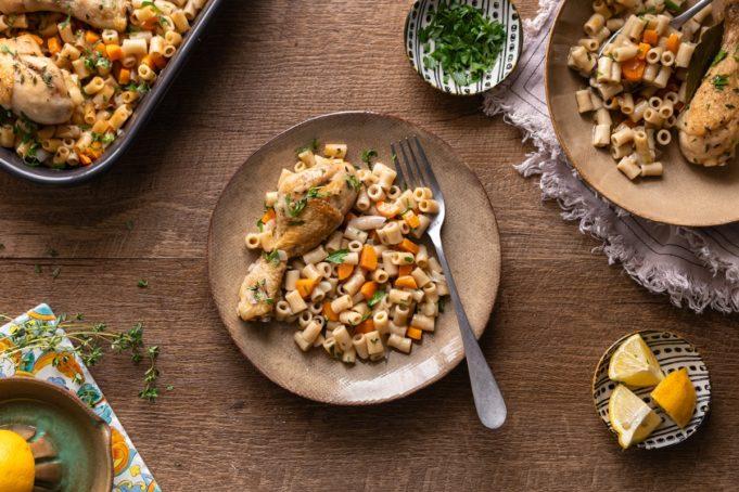 Λεμονάτο γιουβέτσι με κοφτό μακαρονάκι και κοτόπουλο