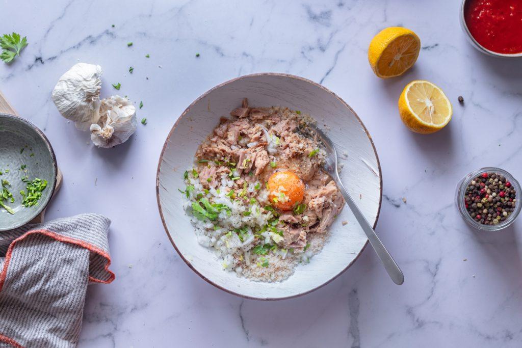 Συνταγές για κεφτεδάκια από καπνιστό τόνο_sicilian tuna meatballs